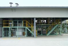 藤岡工場の廃プラ油化システム